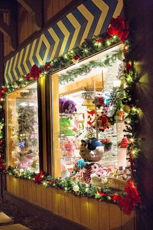 christmas-store-573200_640