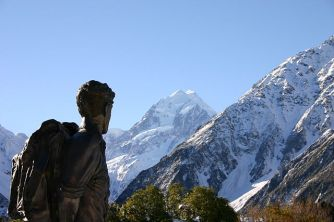 640px-Hillary_statue_and_Mount_Cook